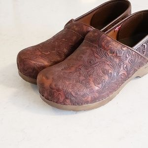Sanita Shoes - Sanita embossed clogs